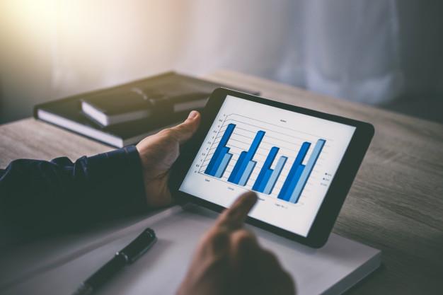 businessman using tablet working analysis investment connection at modern workplace 28283 480 - ما لا تعرفة عن دراسة الجدوى الاقتصادية