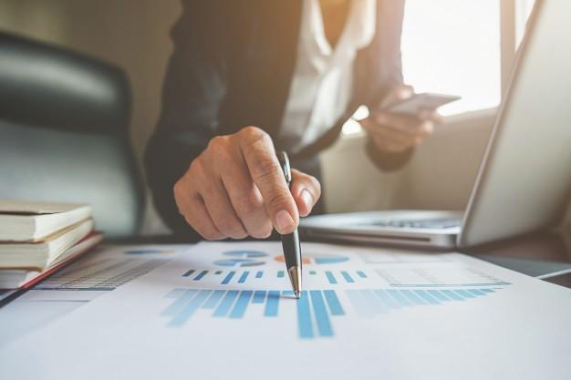 financial consulting manager accountant professional discussion 1418 48 - أهم المحاور الرئيسية التي تقوم عليها دراسة الجدوى الاقتصادية