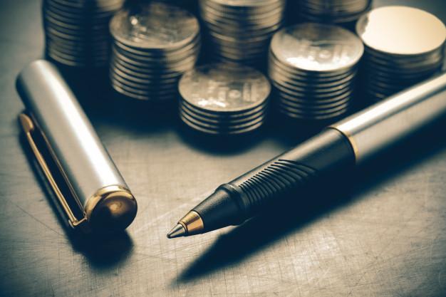 money concept coins and pen with filter effect retro vintage style 49683 1427 - كل ما يخص شركات الاستثمار في الكويت