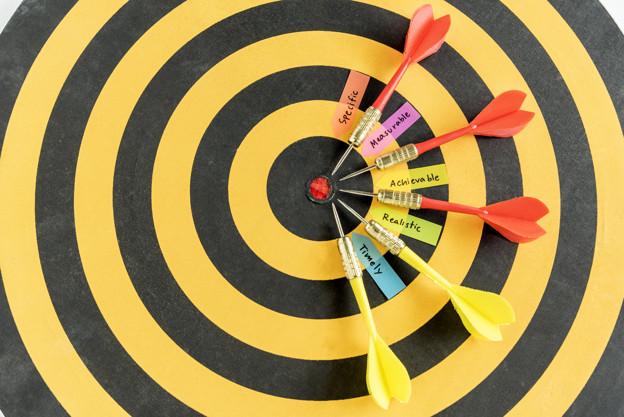 words smart goals with dart target on dartboard 1357 134 - أسئلة تتضمنها أفضل شركات دراسة جدوى بالكويت