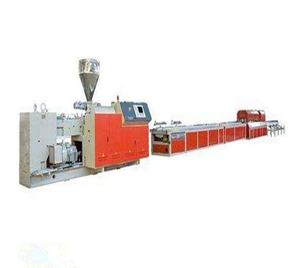خط إنتاج الأرضيات البلاستيكية المصنوعة من الـ PVC