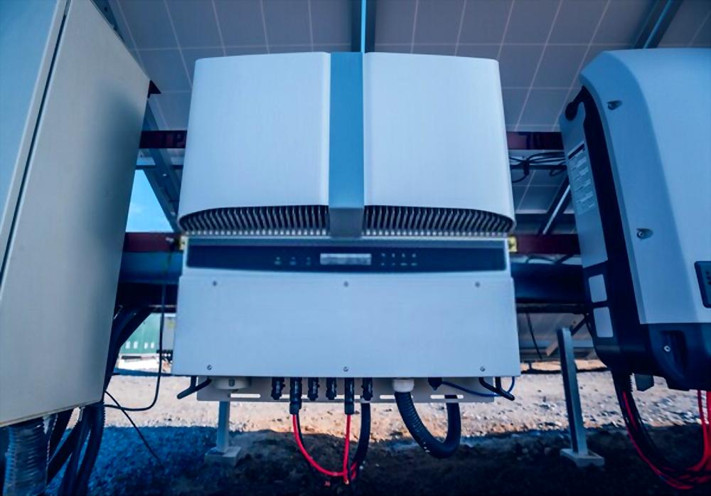 تصنيع وتجميع محولات التيارات الشمسية الكهروضوئية